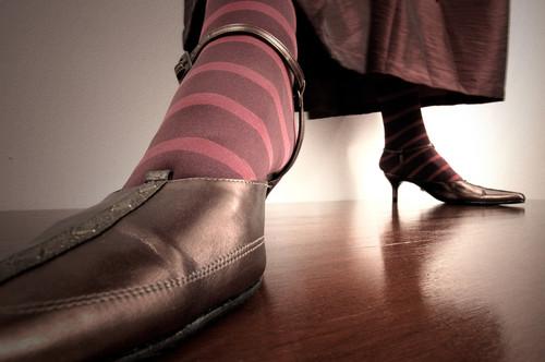 zapatosqueaprietan